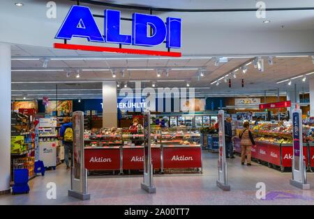 Aldi, East Side Mall, Tamara-Danz-Strasse, Friedrichshain, Berlin, Deutschland - Stock Photo