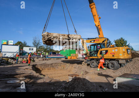 Berlin, Germany. 19th Sep, 2019. A crane lifts part of the tank barrier in the Mauerpark back into place. It had been transferred for the work of the water companies on the reservoir canal, which is to store waste water. Credit: Andreas Gora/dpa/Alamy Live News - Stock Photo