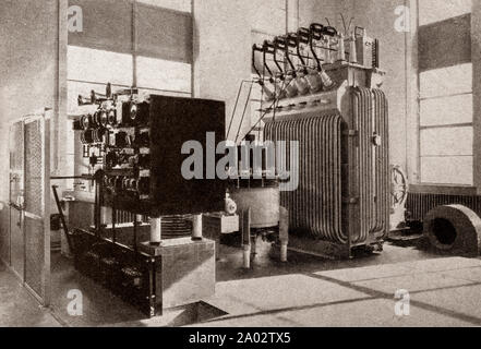 The latest engineering and technology from the 1930s: A large Mercury Arc Rectifier used for converting alternating current to direct current These are the first high voltage (20,000 volts) rectifiers to be built in England at the new BBC Droitwich station. - Stock Photo