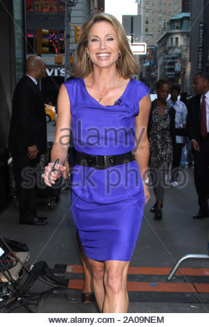 New York, NY - Amy Robach arrives for 'Good Morning America' in New York. AKM-GSI September 13, 2012 - Stock Photo