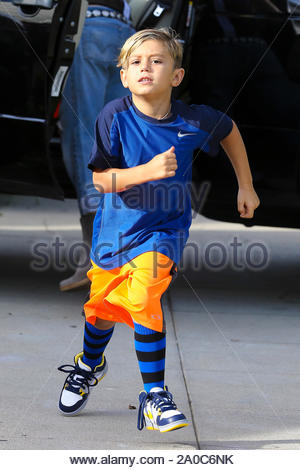 Los Angeles, CA - Rockstar mom Gwen Stefani and her boys Kingston and Zuma arrive for a birthday party, Gwen, who recently turned 43, looked great wearing a sleeveless top and ripped jeans. AKM-GSI October 6, 2012 - Stock Photo