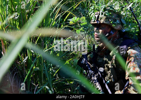 Yamato, Japan. 19th Sep, 2019. Soldier of the Japan Ground Self-Defense Force in the joint military training 'Orient Shield 2019' of the USA and Japan on the Oyanohara troop-pad. Yamato, 19.09.2019 | usage worldwide Credit: dpa/Alamy Live News - Stock Photo
