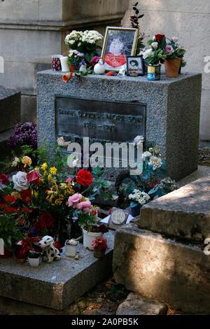Grab von Jim Morrison/ grave of Jim Morrison, Cimetière du Père-Lachaise, Paris, Frankreich/ France (nur fuer redaktionelle Verwendung. Keine Werbung. - Stock Photo