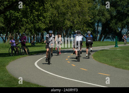 Cyclists on Parcours des Anses, Route Verte, South of Levis on the East bank of the Saint Laurence River near Quebec city, Quebec, Canada. - Stock Photo