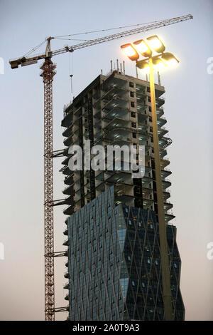 Construction d'un building. Abou Dhabi. Emirats Arabes Unis. / Construction of building. Emirate of Abu Dhabi. - Stock Photo