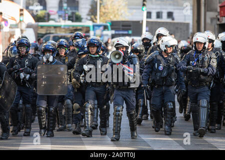 Paris, France. 21st Sep, 2019. Police officers disperse demonstrators in Paris, France, Sept. 21, 2019. French police had arrested 137 individuals in Paris by 16:00 local time (1400 GMT), as 'Yellow Vest' protests against President Emmanuel Macron's fiscal policy hit streets again on Saturday. In Paris, 7,500 police officers have been poured in and armored vehicles were deployed to handle more threats of rioting that, according to the government, risks to taint the social movement's 45th weekend of action. Credit: Aurelien Morissard/Xinhua - Stock Photo