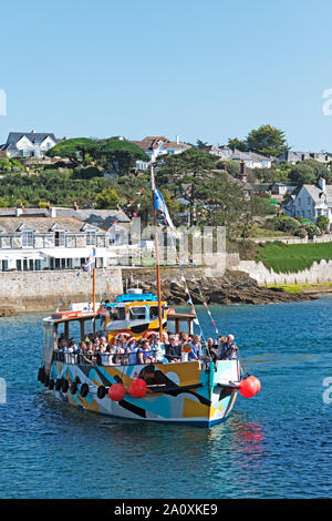the st.mawes ferry coming in to the harbour after the short journey from falmouth, cornwall, england, uk. - Stock Photo