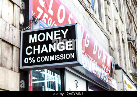 Bureau de change sign saying Money Change 0% Commission, London, UK - Stock Photo