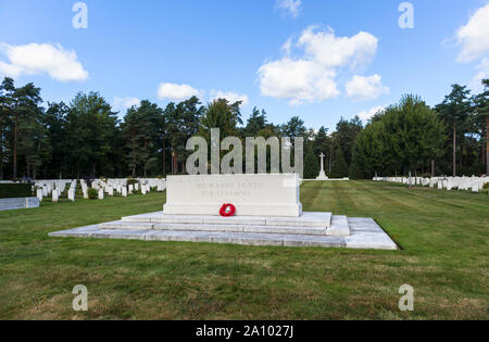 Memorial, gravestones and cross in the Canadian Section of the Military Cemetery at Brookwood Cemetery, Pirbright, Woking, Surrey, southeast England - Stock Photo