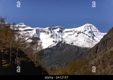 France. Hautes-Pyrenees.Section of the Cirque de Gavarnie The most spectacular valley in the French Pyrenees .On the right is Le Taillon {3144 m} - Stock Photo