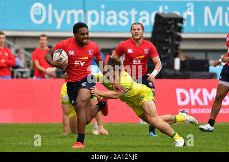 Munich, Deutschland. 22nd Sep, 2019. Action duels.Spielszene. Australia-USA. Rugby Oktoberfest 7s, invitation tournament of the national teams in the Siebener Rugby, on 22.09.2019 in Munich, Olympic Stadium. | usage worldwide Credit: dpa/Alamy Live News - Stock Photo