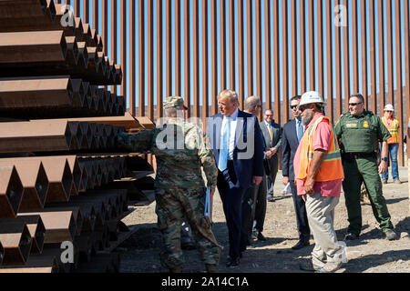 President Donald J. Trump talks with Acting Commissioner of Customs and Border Protection Mark Morgan, Acting Secretary of Homeland Security Kevin McAleenan, border patrol agents and contractors Wednesday, Sept. 18, 2019, during a visit to Otay Mesa, a neighborhood along the Mexican border near San Diego, Calif People: President Donald Trump Credit: Storms Media Group/Alamy Live News - Stock Photo