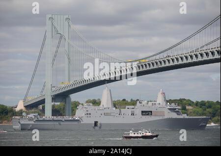 USS San Antonio enters New York harbor. - Stock Photo