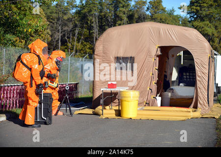 Army National Guard members prepare to enter the decontamination tent - Stock Photo