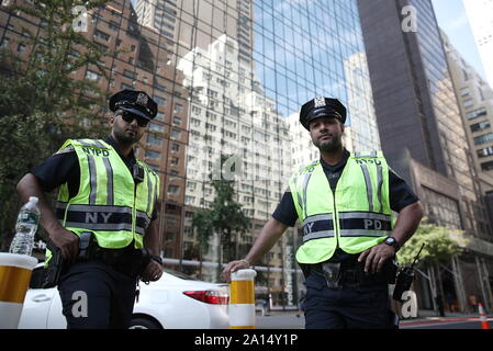 New York City, USA. 23rd Sep, 2019. NEW YORK CITY, USA - SEPTEMBER 23, 2019: Police officers in a street of Manhattan. Valery Sharifulin/TASS Credit: ITAR-TASS News Agency/Alamy Live News - Stock Photo