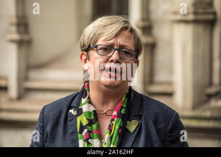 London, UK. 24th Sep, 2019. Joanna Cherry, Scottish Nationalist Party MP, addresses the media gathered outside The Supreme Court after the ruling that the Boris Johnson's Government acted unlawful in their proroguation of Parliament. Credit: David Rowe/Alamy Live News - Stock Photo