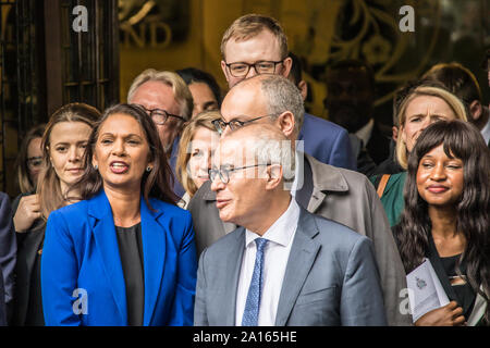 24 September, 2019. London, UK. A happy looking Gina Miller outside The Supreme Court after 11 judges had unanimously ruled that the Boris Johnson's Government had acted unlawful in their proroguation of Parliament. David Rowe/ Alamy Live News. - Stock Photo