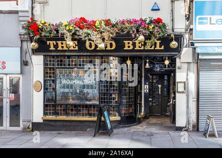 The Old Bell (Ye Olde Bell) public house in Fleet Street, London, UK - Stock Photo