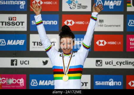 Harrogate, UK. 24th September 2019. Chloe Dygert crosses the line to take gold 2019 UCI Road World Championships Womens Elite Individual Time Trial. September 24, 2019 Credit Dan-Cooke/Alamy Live News - Stock Photo