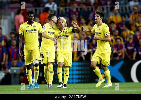 Barcelona, Catalonia, Spain. 24th Sep, 2019. Villarreal's midfielder Santi Carzorla (2-R) celebrates with his teammates after scoring the 2-1 during the Spanish LaLiga match between FC Barcelona and Villarreal CF at Camp Nou stadium in Barcelona, Catalonia, Spain, 24 September 2019. EFE/ Quique Garcia