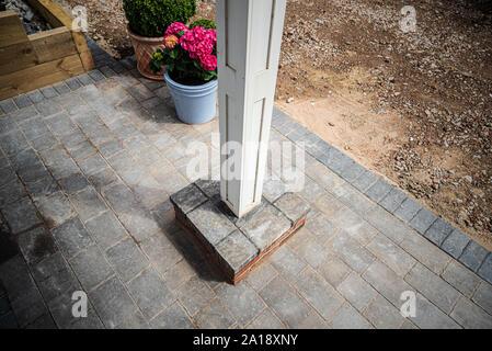 Landscape gardening, blockwork, brickwork, paving & fencing - Stock Photo