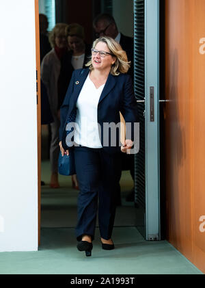 Berlin, Germany. 25th Sep, 2019. Svenja Schulze (SPD), Federal Minister for the Environment, comes to the cabinet meeting in the Federal Chancellery. After the coalition leaders and the climate cabinet, the entire cabinet is now dealing with the cornerstones of climate protection. Credit: Bernd von Jutrczenka/dpa/Alamy Live News - Stock Photo