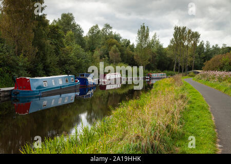 Canal Boats along the Forth and Clyde canal near Falkirk, Scotland. - Stock Photo