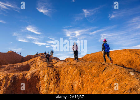 Uluru, NT, Australia. 21st Sep 19. Crowds flock to climb Uluru prior to the Australian goverment's ban commencing on the 26th October 2019. - Stock Photo
