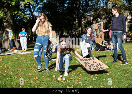 Meadows, Edinburgh, Scotland, UK. 20th September 2019. Thousands of Youth for Climate protestors march from the Meadows through the city centre to Hol - Stock Photo