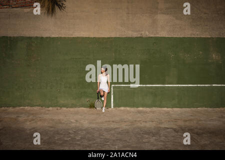 Woman and man taking a break during a tennis match - Stock Photo