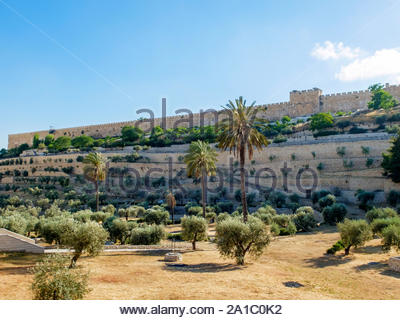 Israel, Jerusalem District, Jerusalem. Kidron Valley and eastern city walls of the Old City. - Stock Photo