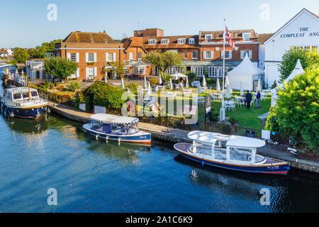 Marlow, a town on the River Thames in the Wycombe district of Buckinghamshire, southeast England: riverside view of The Compleat Angler - Stock Photo