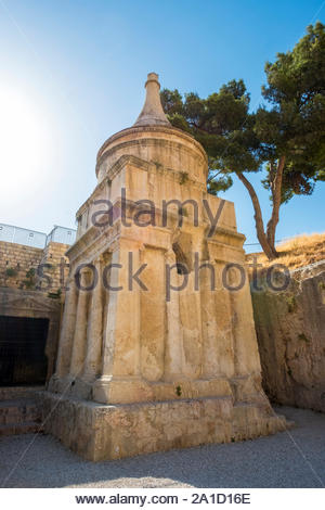 Israel, Jerusalem District, Jerusalem. Tomb of Absalom (Yad Avshalom), ancient rock-cut tomb in the Kidron Valley. - Stock Photo