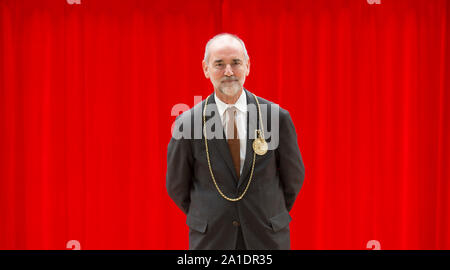 London, UK. 26th September 2019. The Royal Academy of Arts announced today that Christopher Le Brun (pictured 5 December 2018, Paddington Station) will step down as President of the Royal Academy of Arts in December 2019 after serving for eight years. A new President of the Royal Academy of Arts will be elected by Royal Academicians in December 2019. Credit: Malcolm Park/Alamy Live News. Stock Photo