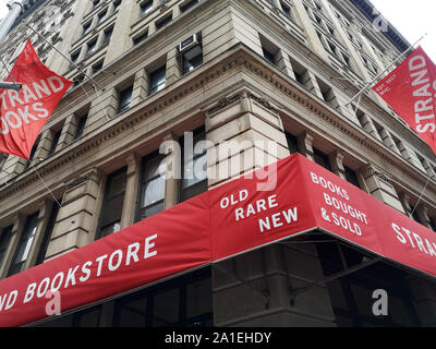 New York, USA. 14th Sep, 2019. The beach bookstore at Union Square. Founded in 1927, the bookstore is considered one of the world's largest bookstores and New York's largest. Credit: Alexandra Schuler/dpa/Alamy Live News - Stock Photo
