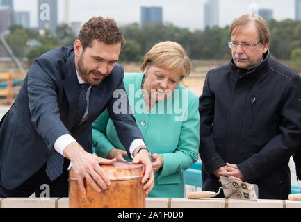 26 September 2019, Hessen, Frankfurt/Main: Friedrich Curtius (l-r), DFB Secretary General, Federal Chancellor Agela Merkel (CDU) and Rainer Koch, DFB Interim President, jointly equip a time capsule at the laying of the foundation stone for the DFB Academy. Photo: Boris Roessler/dpa - Stock Photo
