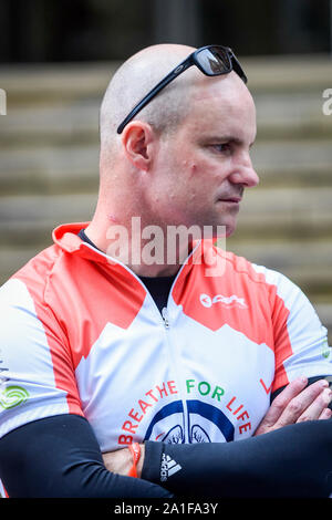 London, UK.  26 September 2019.  Former England cricket captain, Sir Andrew Strauss visits The Royal Marsden during the Breathe for Life Cycle Challenge, a community cycle relay from Lands End to John O Groats, comprising engaged patients, local cycle clubs, interested individuals, doctors and nurses and scientific experts.  Funds are being raised for the Ruth Strauss Foundation and ALK-positive UK Lung Cancer charity.  Sir Strauss's wife Ruth died from ALK+ lung cancer.  Credit: Stephen Chung / Alamy Live News - Stock Photo