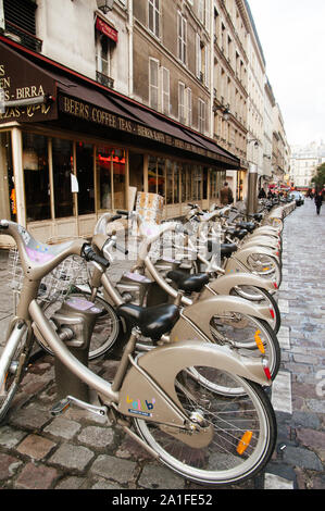 PARIS,FRANCE-NOV.17:Shared bikes are lined up in the streets of Paris on the 17th november 2009 in Paris,France. The successful Velib service, launche - Stock Photo