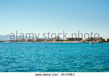 Jordan, Aqaba Governorate, Aqaba. Buildings in Aqaba on the Red Sea coast. - Stock Photo