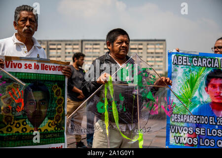 Mexiko City, Mexico. 26th Sep, 2019. Parents of disappeared student teachers take part in a rally five years after their disappearance. Police had kidnapped 43 students of the Ayotzinapa teacher training seminar in Iguala in the state of Guerrero on the night of 27 September 2014 and handed them over to the criminal syndicate Guerreros Unidos. According to official investigations, the young men were killed and burned. Independent studies doubt this, however. Credit: Jair Cabrera Torres/dpa/Alamy Live News - Stock Photo