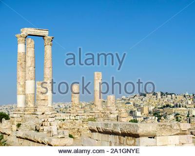 Jordan, Amman Governorate, Amman. Temple of Hercules at the Amman Citadel. - Stock Photo
