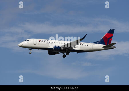 Richmond, British Columbia, Canada. 24th Sep, 2019. A Delta Connection (Compass Airlines) Embraer 175 (N604CZ) jet airliner on short final approach for landing. The airliner is owned and operated by Compass Airlines and flies under contract to Delta Air Lines. Credit: Bayne Stanley/ZUMA Wire/Alamy Live News - Stock Photo