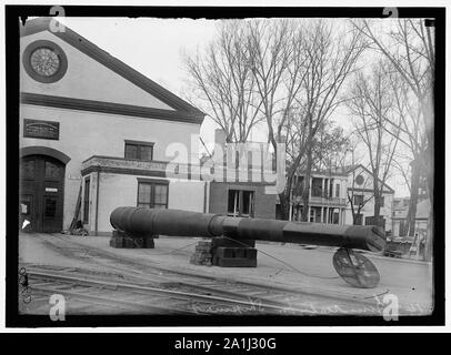 NAVY YARD, U.S., WASHINGTON. 14 INCH GUNS, READY TO GO TO PROVING GROUND - Stock Photo