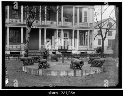NAVY YARD, U.S., WASHINGTON. MORLARS, CANNON, TARGETS ON LAWN - Stock Photo