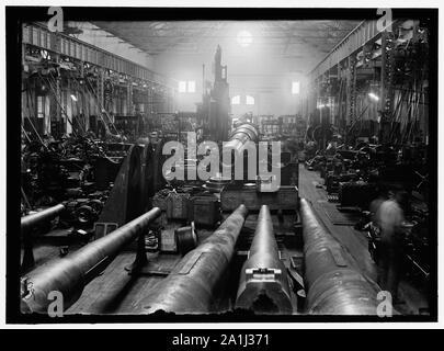 NAVY YARD, U.S., WASHINGTON. SIGHT SHOP, BIG GUN SECTION - Stock Photo