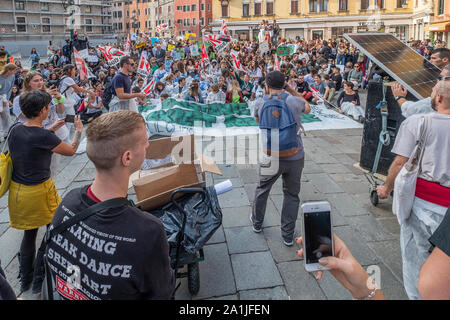 Venice, Italy. 27th September, 2019. Youngsters take part in 'Fridays for future' demonstration, a worldwide climate strike against governmental inaction towards climate breakdown and environmental pollution on September 27, 2019 in Venice, Italy. Credit: Awakening/Alamy Live News - Stock Photo
