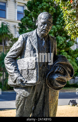 Statue of Peter Fraser outside the Old Government Buildings, Wellington, New Zealand.  Peter Fraser was Prime Minister from 1940 to 1949. - Stock Photo