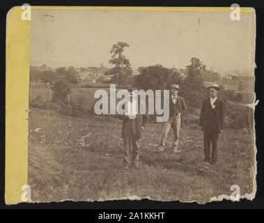Nicholas G. Wilson, Soldier's National Cemetery superintendent, and others on East Cemetery Hill at Gettysburg, Pennsylvania - Stock Photo