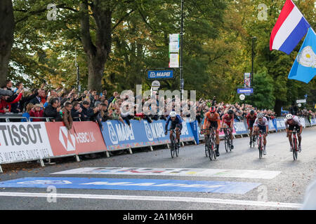 Harrogate, UK. 27th September 2019. Riders sprint for the line in the 2019 UCI Road World Championships Mens U23 Road Race. September 27, 2019 Credit Dan-Cooke/Alamy Live News - Stock Photo