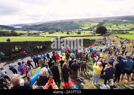 Harrogate, UK. 28th Sep, 2019. HARROGATE, 29-09-2019, cycling, wk wielrennen, worldchampionships, women, The peloton in pursuit of Annemiek van Vleuten Credit: Pro Shots/Alamy Live News - Stock Photo